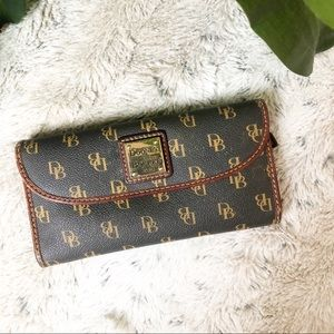 Dooney & Bourke Blakely Continental Clutch wallet